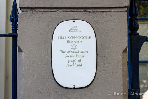 Heritage sign on the old synagogue in Auckland